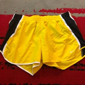 Nike Dri Fit Livestrong shorts Size Medium